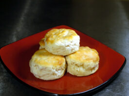 Easy Homemade Buttermilk Biscuits